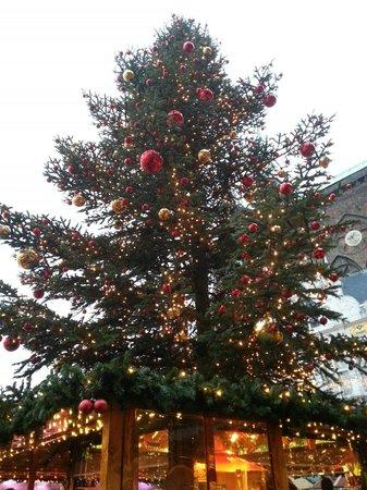 Lübecker Weihnachtsmarkt: The best place for gluhwein at Markt