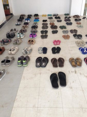 Kool Backpacker Hostel: Leave your shoes outside