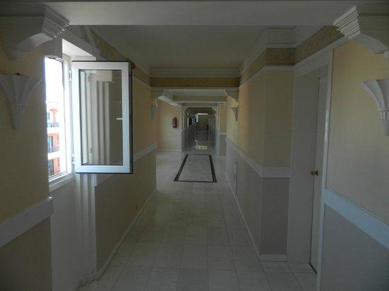 Mitsis Grand Hotel : коридор