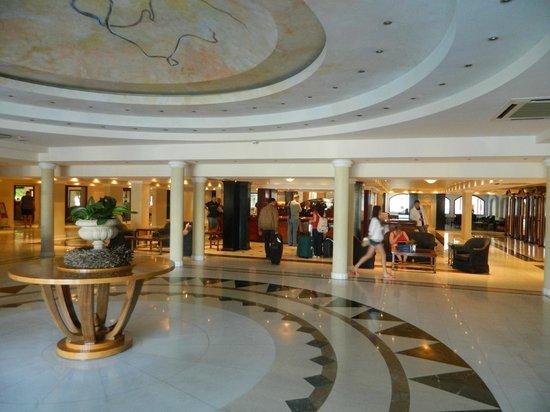Mitsis Grand Hotel : холл, стойка регистрации