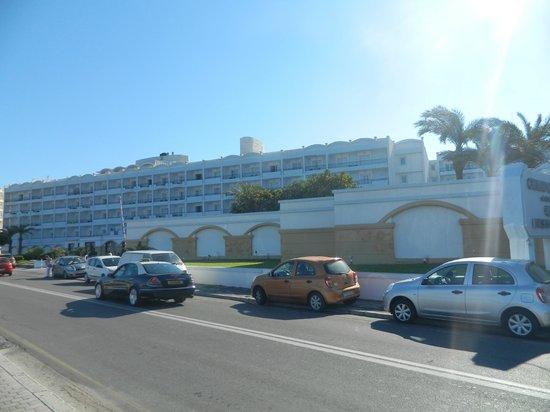 Mitsis Grand Hotel : вид с набережной