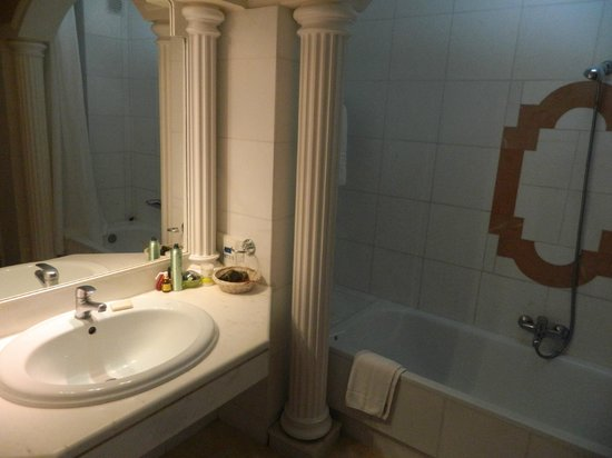 Mitsis Grand Hotel : ванная комната