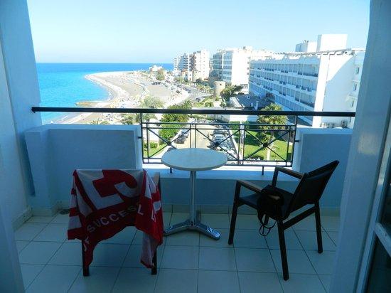 Mitsis Grand Hotel : балкон (5 этаж)