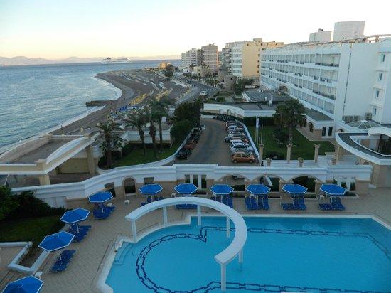 Mitsis Grand Hotel: второй бассейн, вид из номера