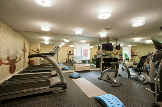 Hawthorn Suites by Wyndham Greensboro: Fitness Room