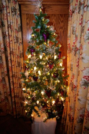 Lynfred Winery Bed & Breakfast : German Suite Christmas Tree