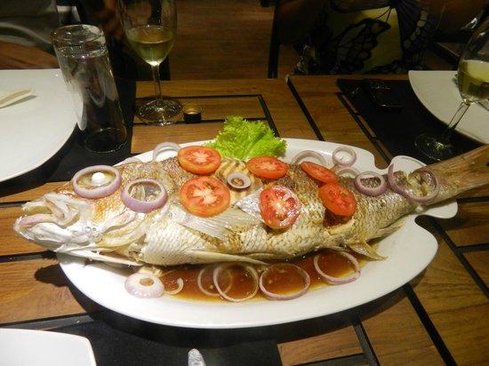 Ridee Villa : Эту рыбу нам приготовили после нашей рыбалки