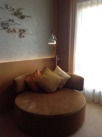 InterContinental Suzhou: Sich drehendes Loungesofa