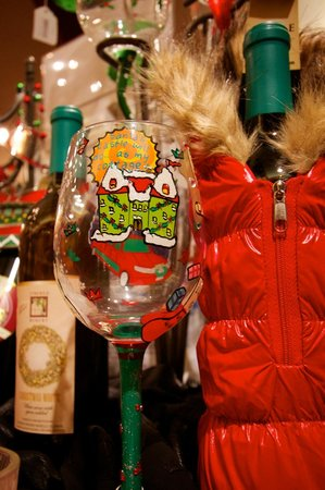 Lynfred Winery: Christmas goodies in the gift shop