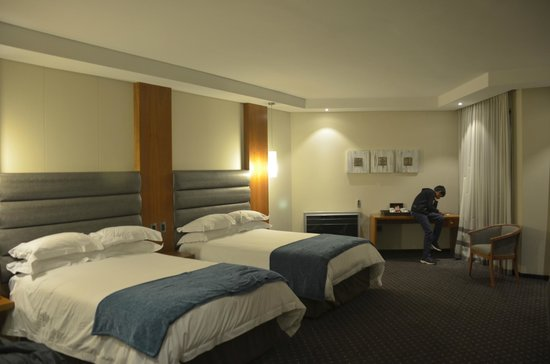Premier Hotel OR Tambo : Very spacious room
