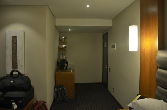 Premier Hotel OR Tambo: Room Entry