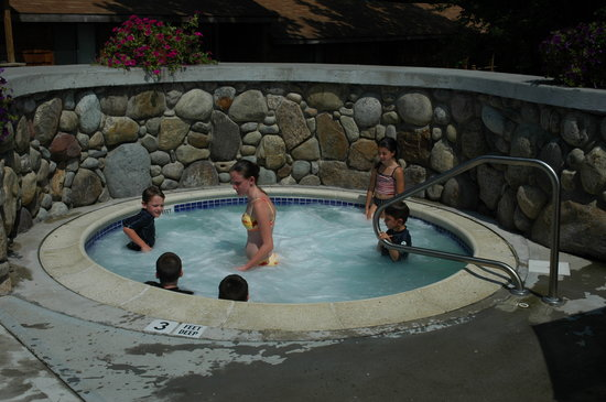 Depe Dene Resort: Our Jacuzzi is open till 11 PM at night