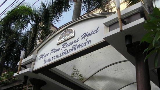 Mae Pim Resort Hotel : Hotel sign