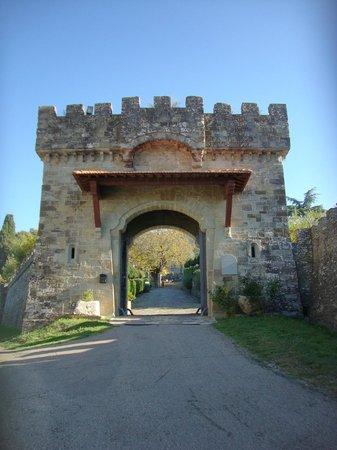Castello di Valenzano : Eingangstor
