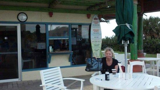 DoubleTree Suites by Hilton Melbourne Beach Oceanfront: RIO's pool bar