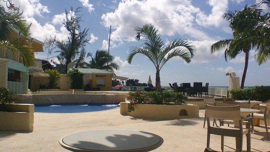 Radisson Aquatica Resort Barbados: poolside