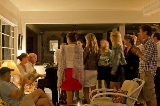The Summer House Restaurant: Piano Bar