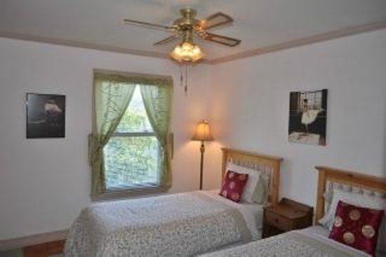 Anne Street Bed and Breakfast: Pearl room