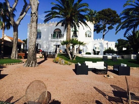 La Villa Mauresque : le parc accès direct à la plage vue extraordinaire