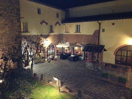 Country Hotel Borgo Sant'Ippolito: Visuale della corte