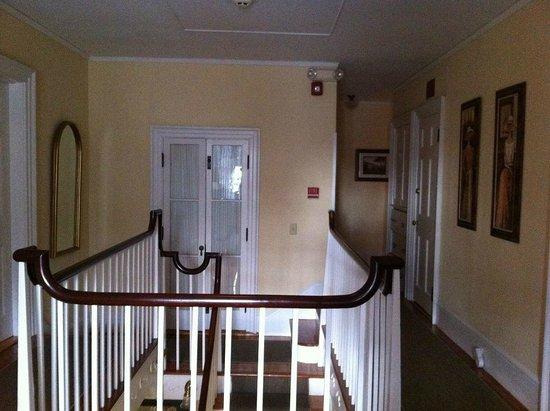 وايت هورس إن: Upstairs hallway