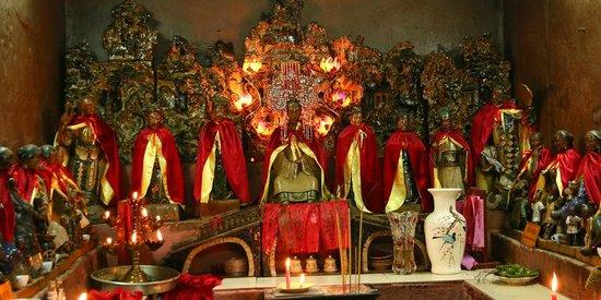 Emperor Jade Pagoda (Chua Ngoc Hoang or Phuoc Hai Tu): Women's Room