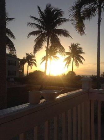 Seaside Inn: breakfast at dawn