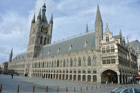 Hotel Sandeshoved : Cloth Hall in Ypres - 101013