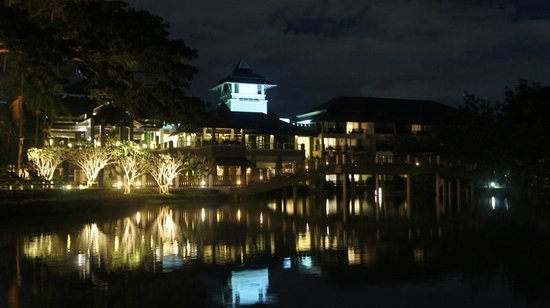 Le Meridien Chiang Rai Resort: Hotel de noche
