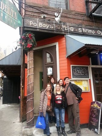 Manhattan Walking Tour: At a stop for FOOD!!!