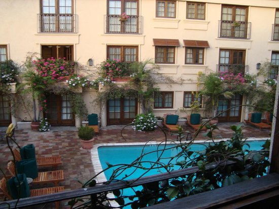 Best Western Plus Sunset Plaza Hotel: View from Room to Pool & Courtyard