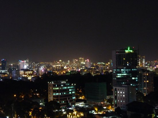 Novotel Saigon Centre Hotel: night city view from the roof top bar