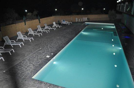 Piscina con idromassaggi foto di agrihotel croce vallone biancavilla tripadvisor - Hotel con piscina catania ...