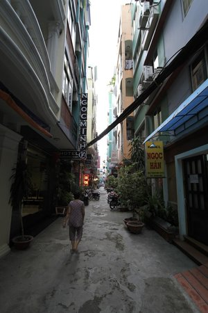 Nguyen Khang Hotel : Clean and quiet side street perfect location for good sleep!