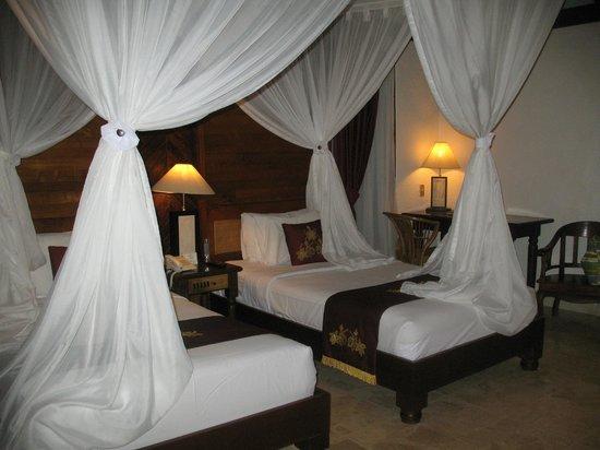 Bali Tropic Resort and Spa: Спальное место с закрывающимся балдахином