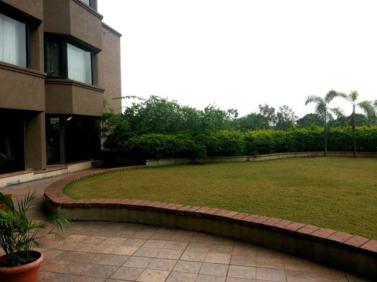 Courtyard By Marriott Hyderabad: Greenary