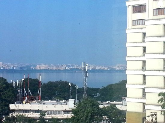 Courtyard by Marriott Hyderabad : Lake view from Room