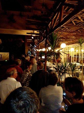Beatriz Playa & Spa: Schlange stehen zum Abendessen, als AI Gast dauert es besonders lange, da man nicht jeden Tisch