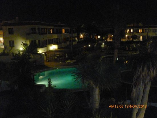 Fuentepark Apartamentos: View from our balcony at night