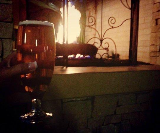 Renaissance Palm Springs Hotel: Fireplace on patio