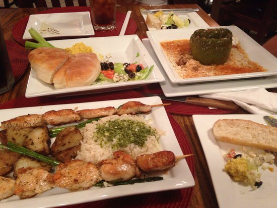 Pescara Pizzeria and Mediterranean Restaurant : Chicken kabob and stuffed pepper with nice fresh salad with feta.