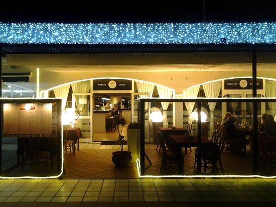 555 Wine & Tapas Restaurant: Terraza