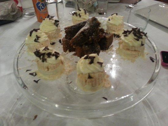 19 al Paradiso : Mini meringate e torta caprese