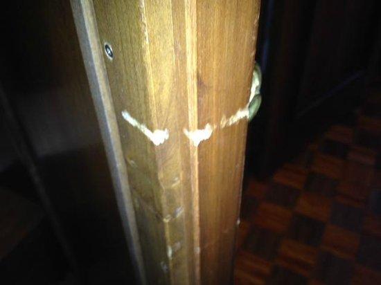 dettaglio porte interne, da sostituire o almeno riverniciare - Foto ...