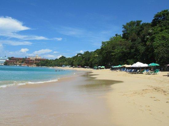 Casa Veintiuno: Public Beach across the street!