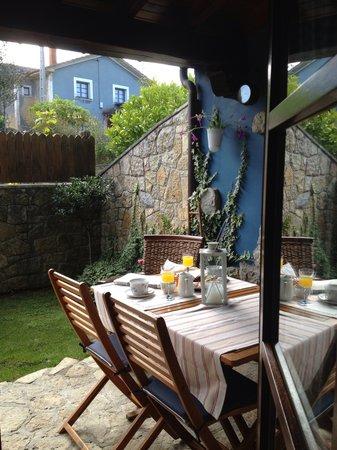 Apartamentos rurales La Canalina: Terraza y jardin