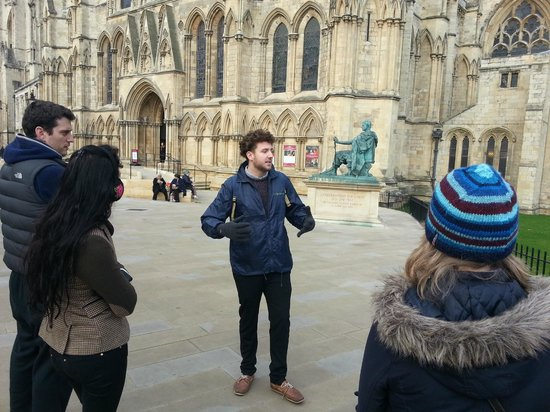 Footprints Tours York: Donny telling us about the Minster.