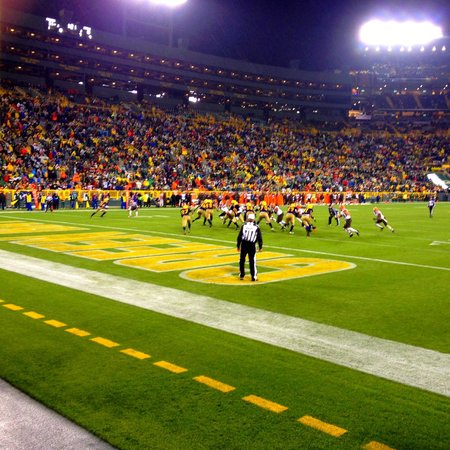 Lambeau Field: Packers wearing their throwback jerseys against Cleveland