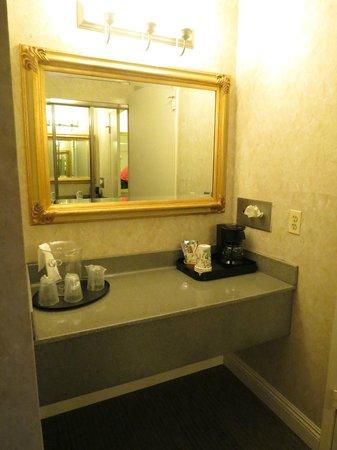 Hotel Rosedale : Petit coin café dans la chambre
