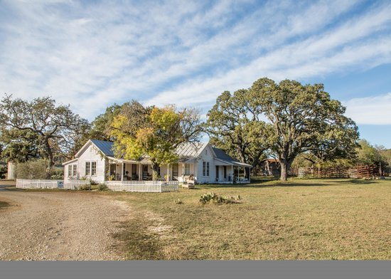 Hill Country Equestrian Lodge: This is the 100-year-old farmhouse lodge